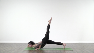 screenshot from online yoga class with lauren matters at Yogateket yoga studio in Uppsala sweden